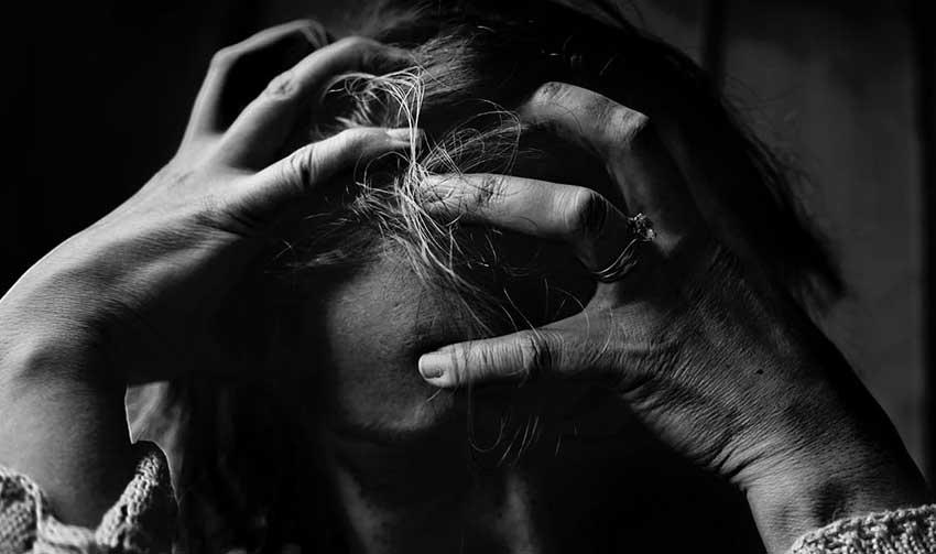 Dolor de cabeza severo con escalofríos y náuseas